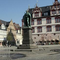 Yeni Bir Ülke, Yeni İnsanlar, Yeni Bir Hayat… Bir Güzelleme, Deliliğe Övgü: Erasmus