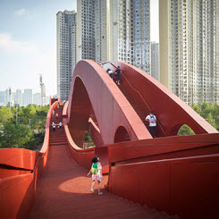 Next Architects'ten Möbius Şeridinden Esinlenilerek Tasarlanan Dalga Formunda Köprü