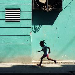 Yaşanan Sürenin Sanki Hep Kısa Geleceği Yer: Küba
