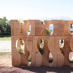 İnşaat Atığından Dikey Bahçe: Komün-aksiyon Duvarlar