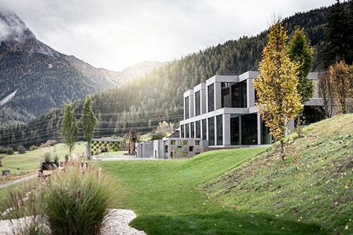 Tirol Dağları'nda Bir Sağlık Merkezi