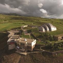 Köy Muhtarı Rehberliğinde Baksı Müzesi Şakir Gökçebağ Sergisini Gezebilirsiniz