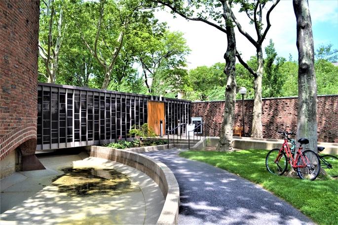 MIT Chapel, havuz suyunun yeniden doldurulmasını beklerken, Cambridge, MA, 9 Haziran 2020.