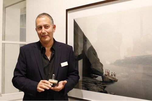 Nadav Kander, kendi fotoğrafıyla