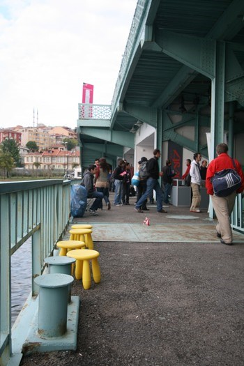 Köprünün Sütlüce yönündeki alt katı