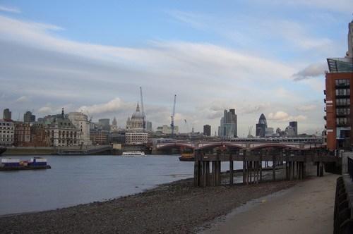 Thames Nehri'nin Kenarından Kente Genel Bir Bakış