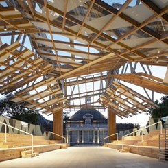Frank Gehry, İngiltere'deki İlk Yapısını Oğlu İle Birlikte Tasarladı