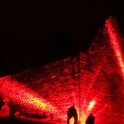 Gerillalar Galata'da Işık Saçıyor