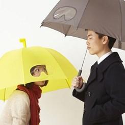 İstanbul Kargaşasına İlaç Gibi Şemsiye!