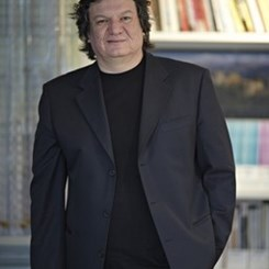 MSGSÜ'den Emre Arolat'a Osman Hamdi Bey Sanat Ödülü