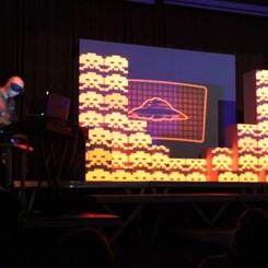 Kurye 11: Space Invaders 'Oyuncaklı' ve 'İstilacı' Bir Parti ile Başladı