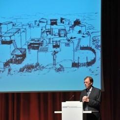 """Mimarlığın Kökenleri: """"Çatalhöyük-Dünyanın İlk Kenti"""" Konferansı YEM'de Gerçekleştirildi"""