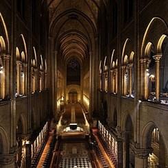 Notre Dame Katedrali'ne Yeni Aydınlatma