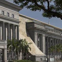 Singapur Kamu Yapılarını 'Altın Tepsiyle' Sanat Dünyasına Sunuyor