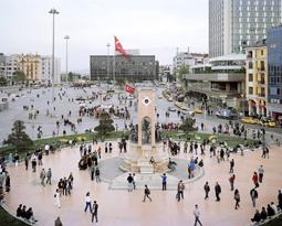 """İstanbul'un Kamusal Alan Sorununu Meydana Koyan Sergi: """"Agora"""""""