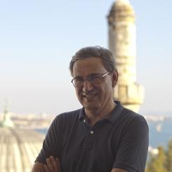 Orhan Pamuk Balkon Fotoğraflar