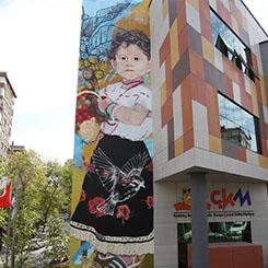 """""""Kahve Tarlalarında Çocukluk"""" Muralı Kadıköy Duvarlarında"""