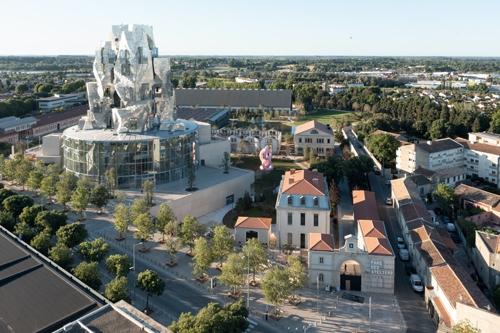 Frank Gehry'den Geometrik Kule