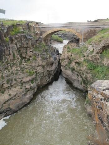 Muradiye ilçesindeki Şeytan Köprüsü (Foto: Özlem Akarsu)