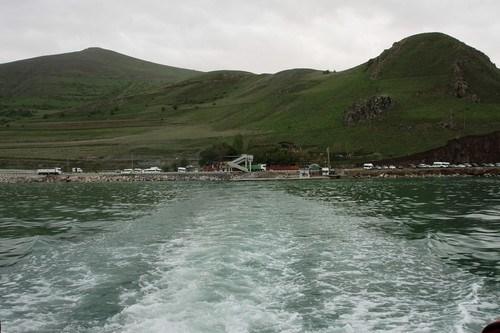 Akdamar adasına yolcu taşıyan motorların kalktığı iskele