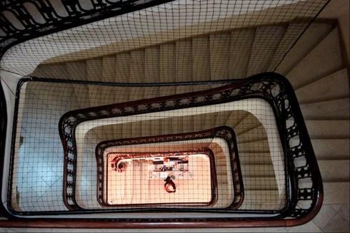 Art Noveau bir hostel binasının merdivenleri