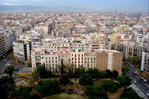 Modern şehir planmasının öncülerinden olan Barselona'nın Sagrada Familia kulelerinden görünümü