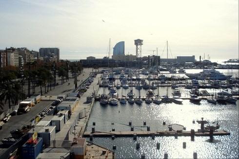 Dünyanın en hareketli limanlarından biri olan Barselona limanı