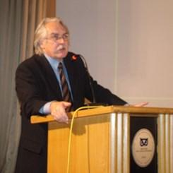 Yunus Aran Konferanslar Dizisi Attilio Petruccioli'yi Konuk Etti